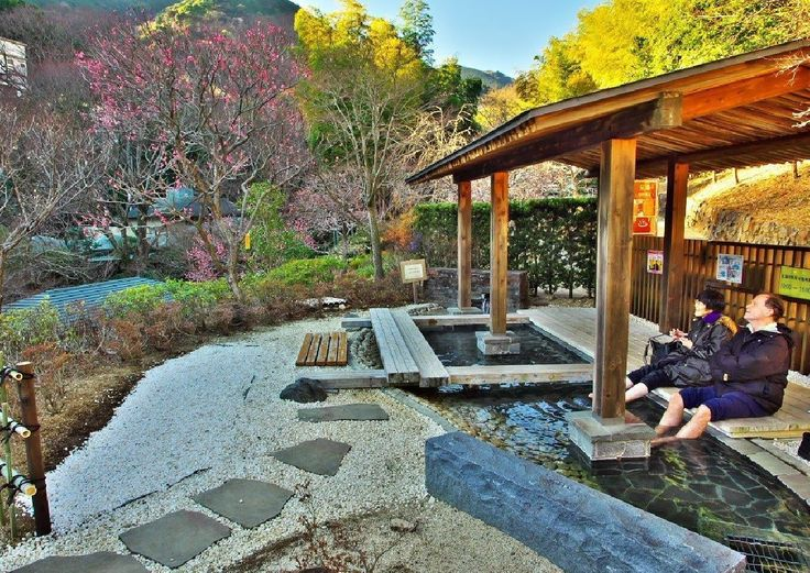 近畿日本ツーリスト - 🌸♨There is leg hot water in the Atami ume orchard in Japan. It is very comfortable when enjoying a garden while warming up a leg....