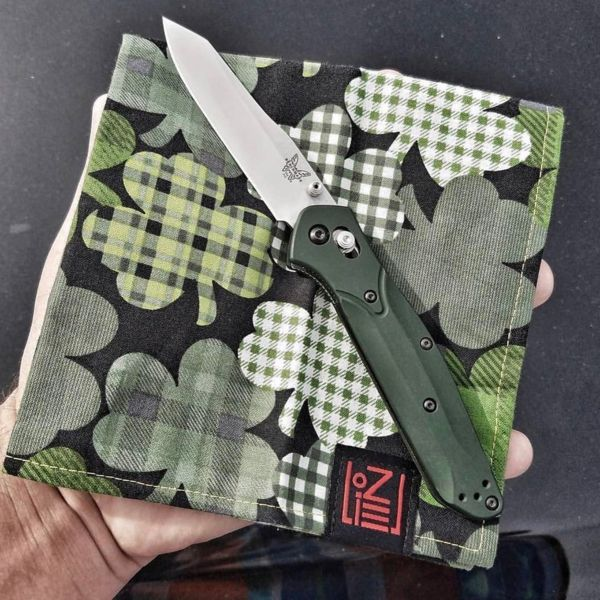 Benchmade - A nice St. Patrick's Day post, credit central.ohio.knifenut #mybenchmade #940 #stpatricksday