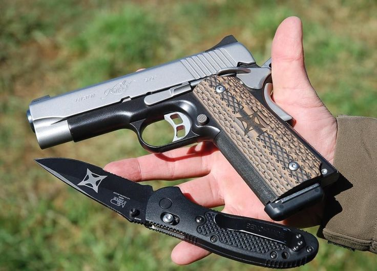 Benchmade - A handful of American-made awesomeness! Custom kimberamerica 1911 and benchmadeknifecompany Griptilian.⠀ #vertx #kimber #1911 #benchmade #knives #edc