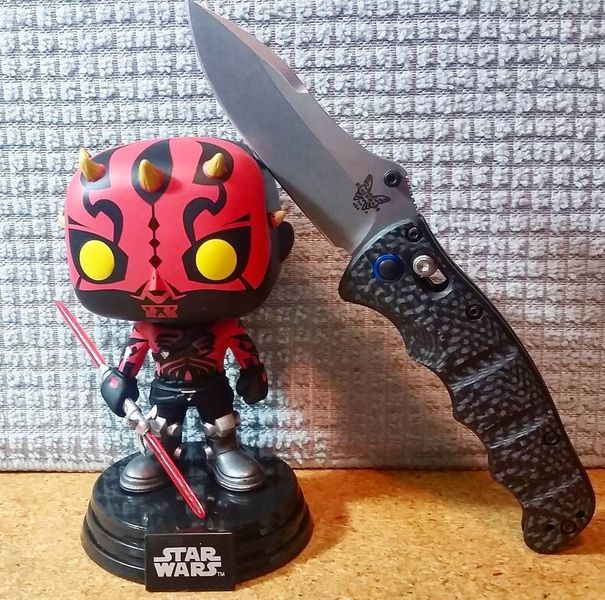 Benchmade - Darth Maul and the equally awesome Benchmade 484-1 for some #knivesandstarwars ----------- ---------- #knifelife #benchmade #benchmade484 #nakamura #cpms90v...