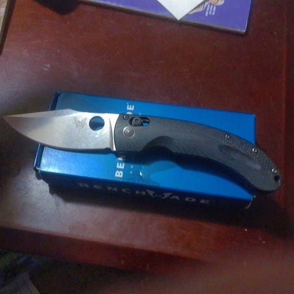benchmade - LNIB Benchmade Mini Onslaught. One small scratch on the clip side of the blade other than that perfect condition. Smooth and locks up tight with no play....